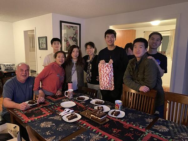 Family_Together_With_Exchange_Student
