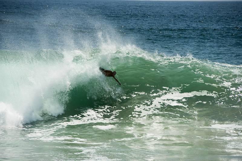 Surfer_at_Newport_Beach